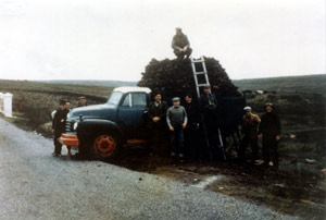 Bringing home the peats for (Smith) 43 Lower Barvas in the 1950s. The lorry belonged to Donald MacDonald (Dòmhnall Uilleam Aonghais Chailein), 5 Upper Barvas.